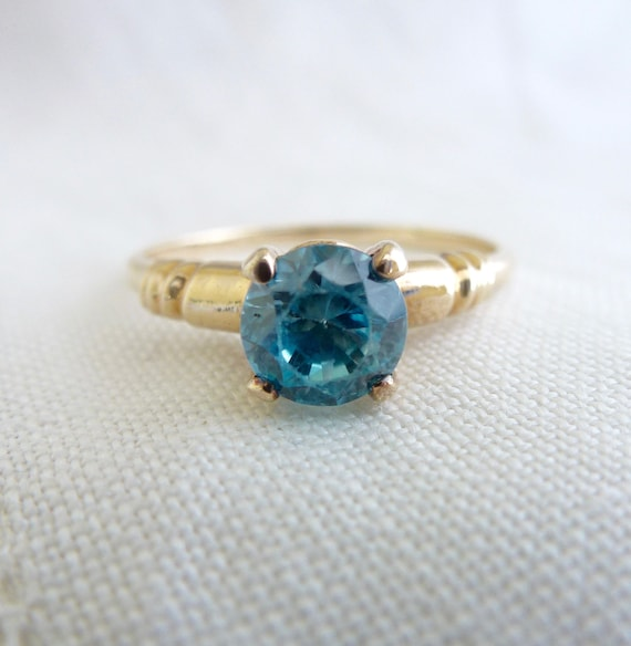 A Vintage Art Deco Natural Blue Zircon in 10kt Yellow Gold Ring - Drew