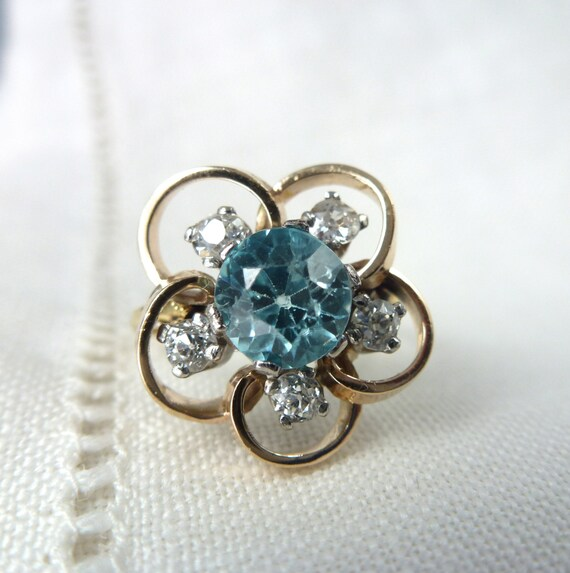 An Antique Natural Blue Zircon and Old Cut Diamonds in 18kt Yellow Gold Flower Ring - Posy