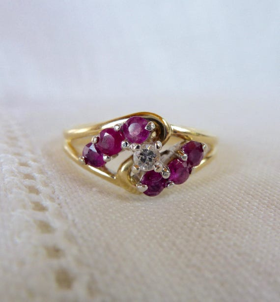 A Vintage Natural Ruby and Diamond Unique Ring in 14kt Yellow Gold - Pixie