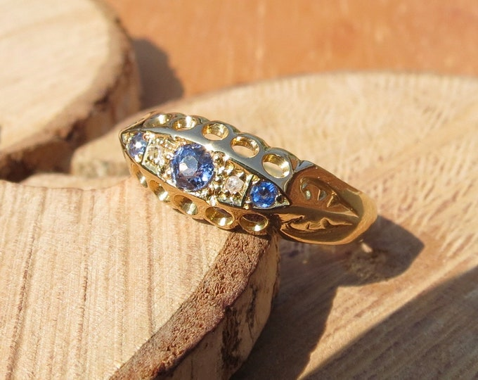 Gold sapphire ring. Antique 18K victorian yellow gold Cylon sapphire diamond petite ring.