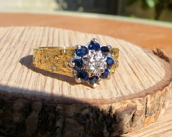 Vintage 18K yellow gold blue sapphire and diamond daisy ring, with forget-me-not flower accents, from 1977