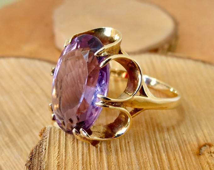 Big 9.5 carat vintage 9k yellow gold amethyst ring, made in 1975