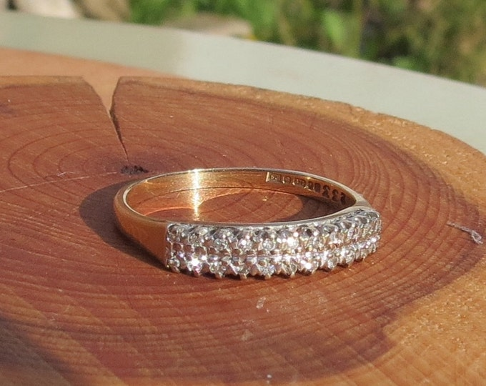 Gold diamond ring. A fine vintage 9k yellow gold 22 diamond ring.