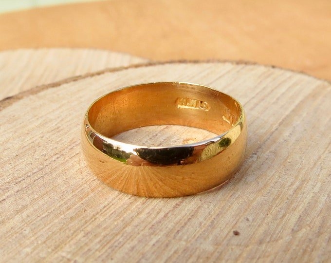 Antique 22K yellow gold band made in 1929.