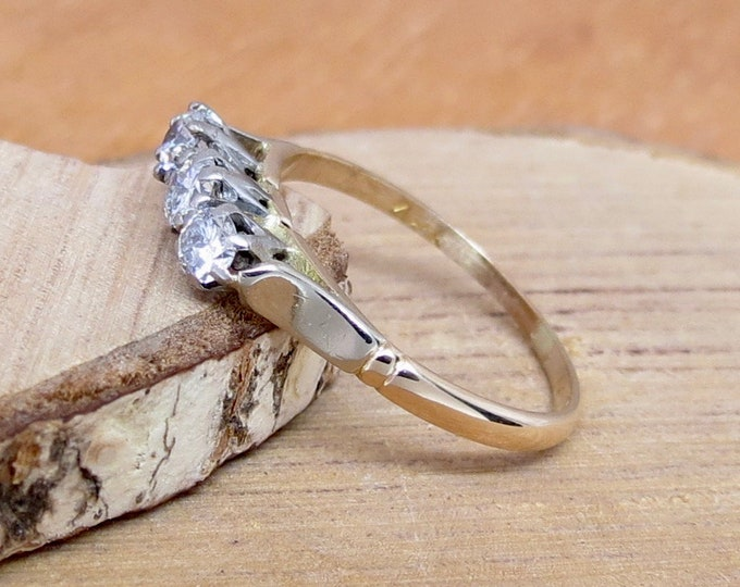 Vintage 18k yellow gold and platinum 1/3 carat diamond trilogy ring, dates around the 1940s