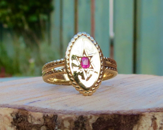 Gold ruby ring. Antique 18K Victorian yellow gold hand polished natural pink ruby ring, made in 1871.