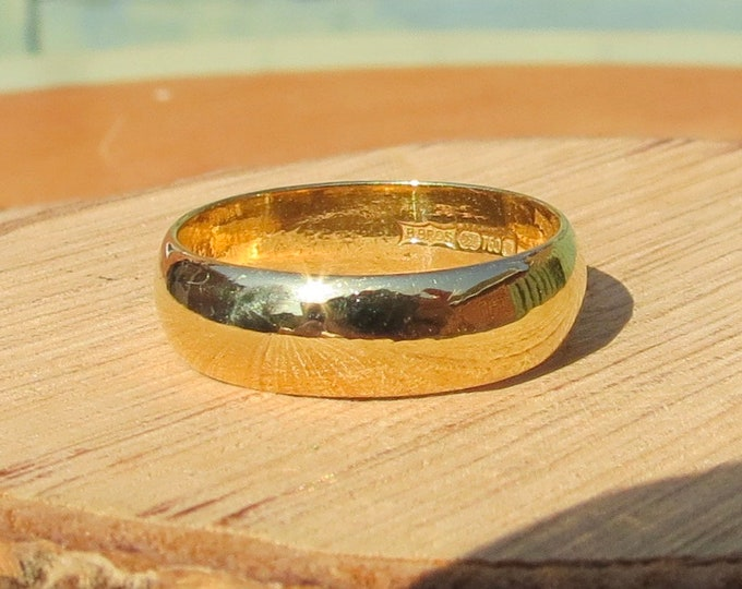 Gold wedding ring, 18K yellow gold D profile.