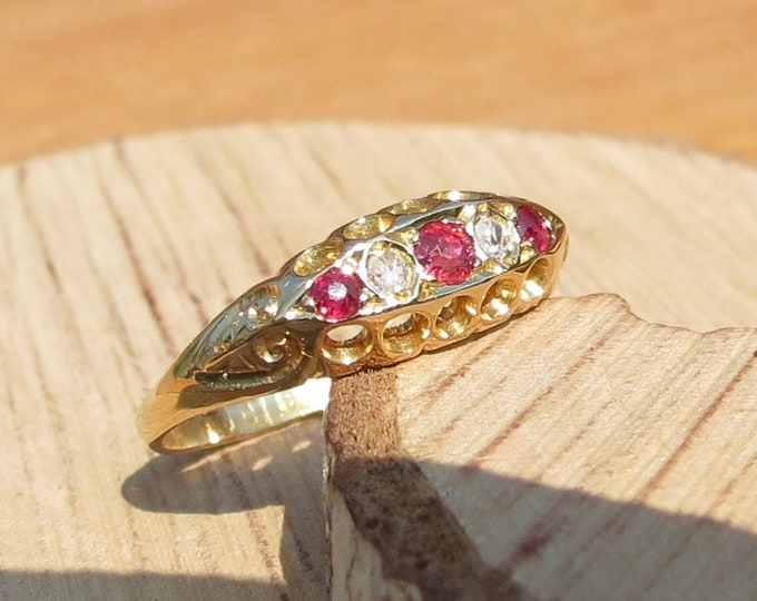 Gold ruby ring. Antique 18K victorian yellow gold ruby and diamond ring.