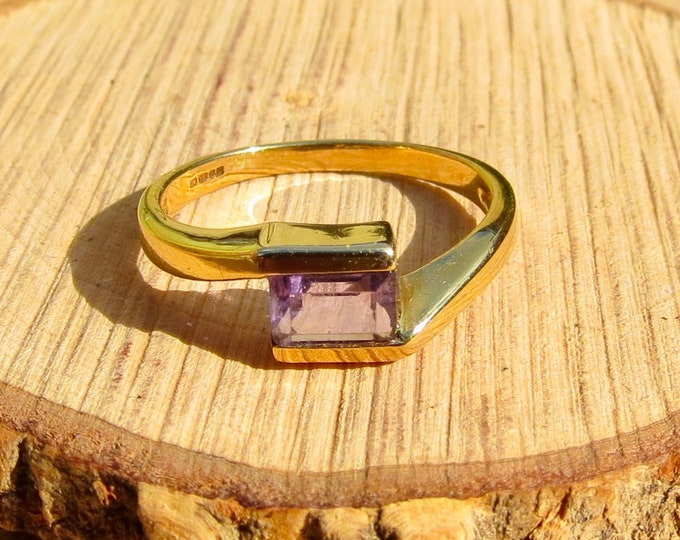 Vintage 9k yellow gold amethyst crossover ring