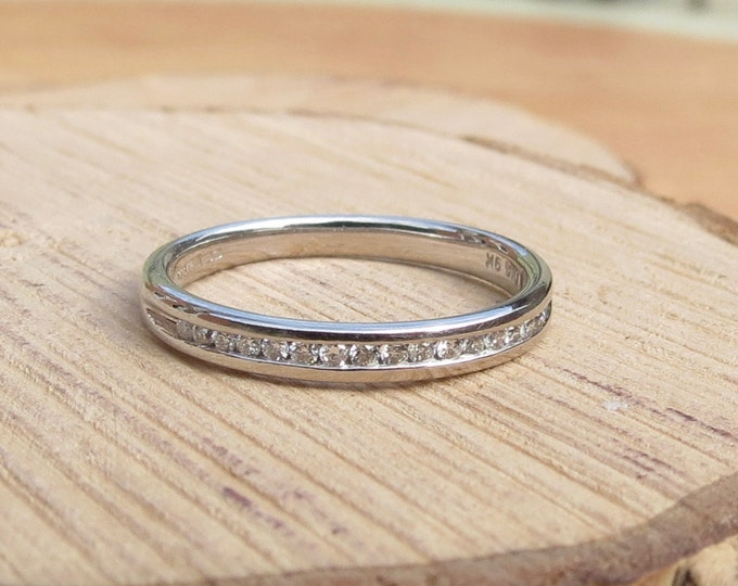 A little petite 9K white gold 16 diamond ring. 9ct