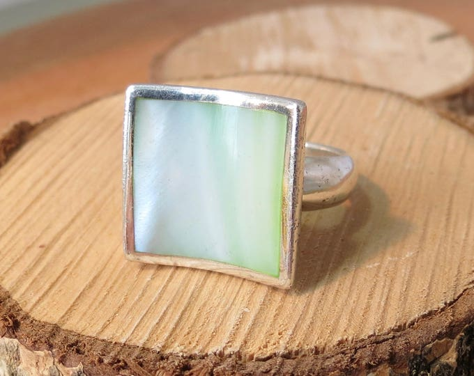 A vintage silver mother of pearl ring