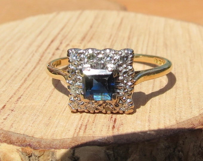 Gold sapphire diamond ring. Vintage 1960s, 18K yellow gold.