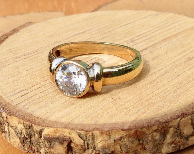 A 9K yellow gold 1 carat solitaire cubic zirconia ring.