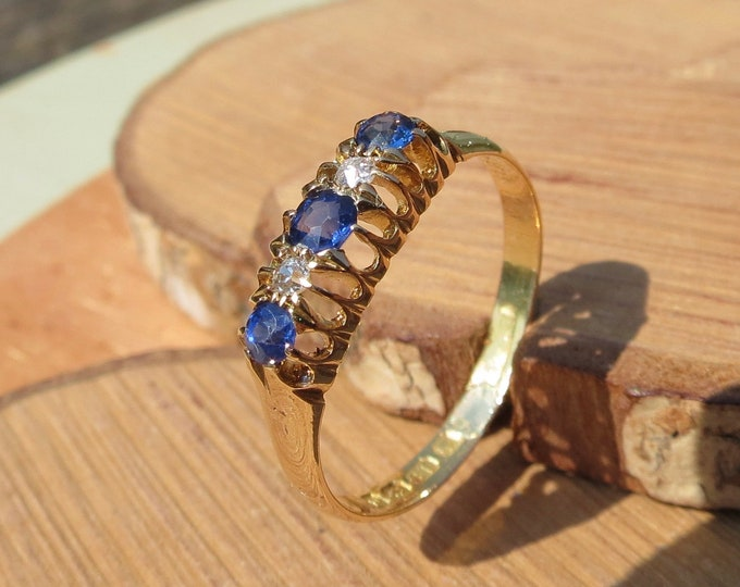 Gold sapphire ring. Antique 18K victorian yellow gold Cylon sapphire diamond ring from 1914