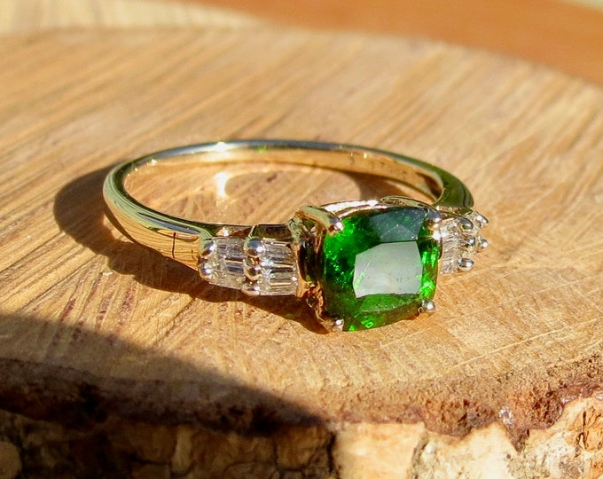 Gold diopside ring. A 9k yellow gold chrome diopside and diamond ring