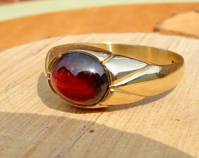 Gold signet ring, 9K yellow gold red garnet cabochon ring.