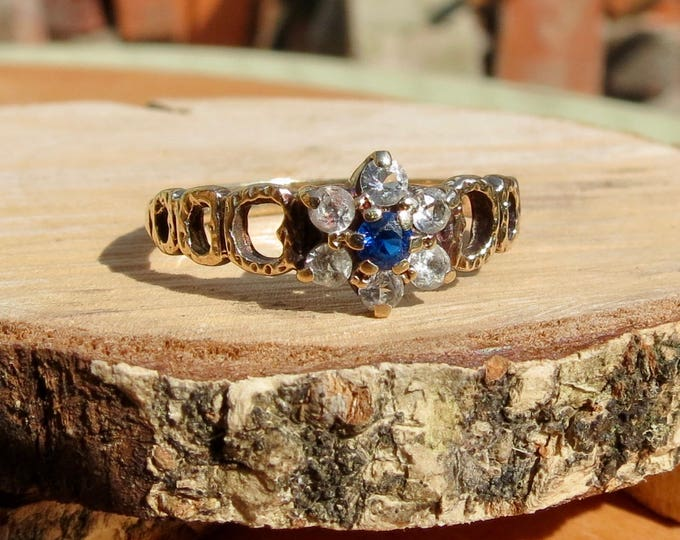 Gold blue ring. Vintage 9K yellow gold blue and white daisy ring.