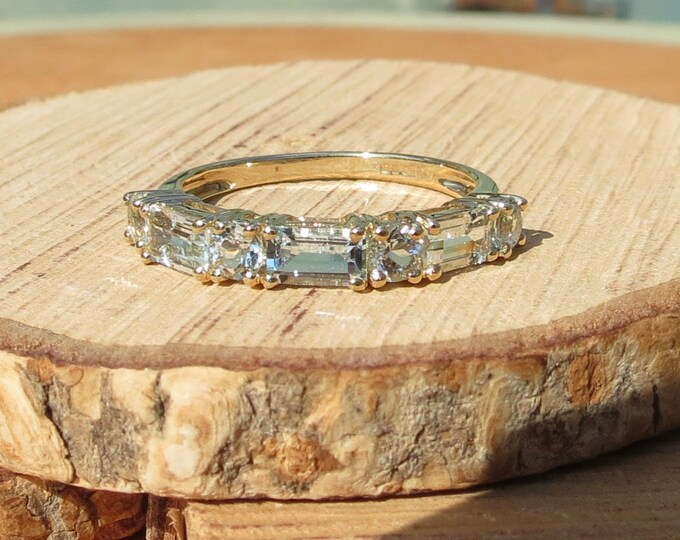 Gold aquamarine ring. A 9k yellow gold 3 carat watery blue aquamarine ring