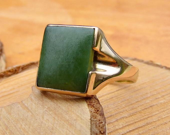 Gold Jade signet ring. Vintage 9K yellow gold nephrite jade signet ring