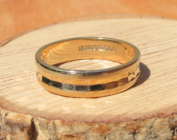Gold wedding ring. Vintage 1960s 9K yellow gold geometric profile band.