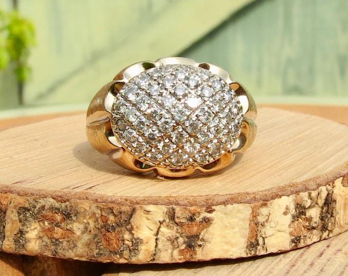 Gold diamond ring, A Big 1 carat 10k yellow gold diamond cluster ring.