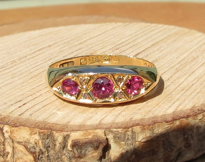 Gold ruby ring. Antique 18K yellow gold diamond and ruby ring from the year 1916.