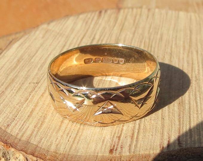 Gold wedding ring, wide band engraved design, vintage 9K yellow gold.