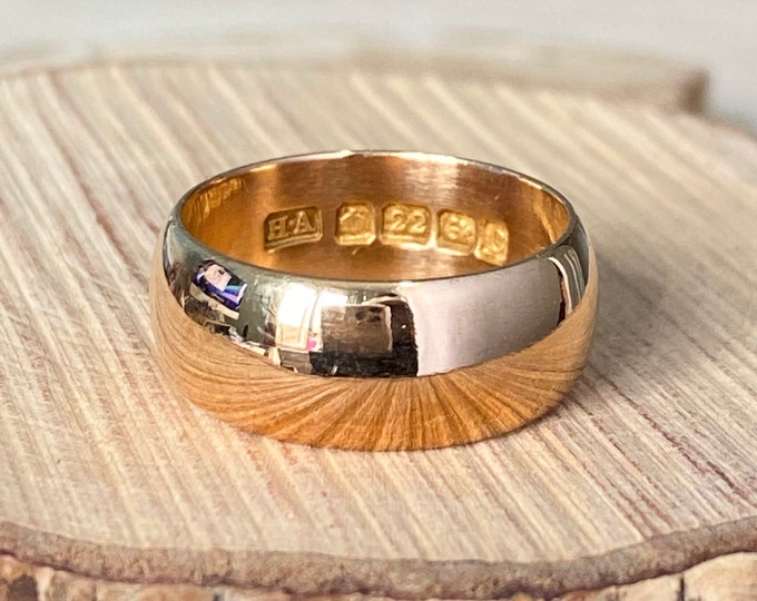 22K Gold ring, Antique wide band, Victorian 1902, well over 100 years old. Petite size.