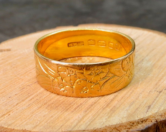 Big wide 22K yellow gold band with floral 'forget me not' symbolic engraving. Made in 1961.