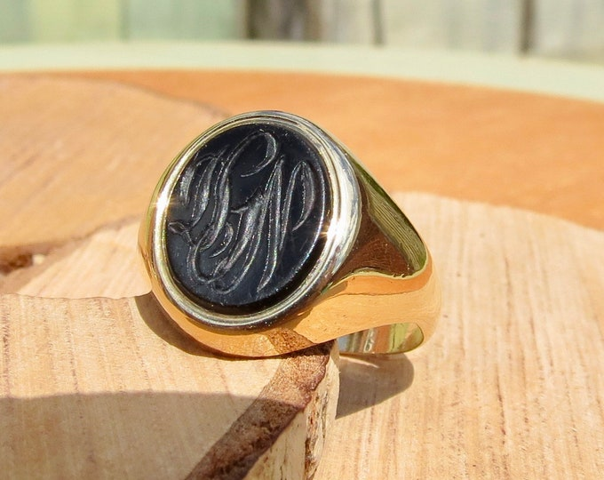 Gold onyx signet ring, engraved monograph, vintage 1970's 9K yellow gold.
