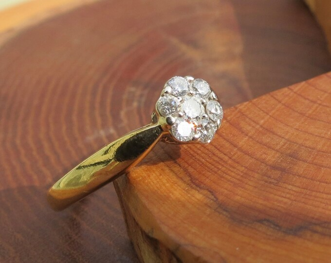 Gold diamond ring. Vintage 18K yellow gold diamond ring.