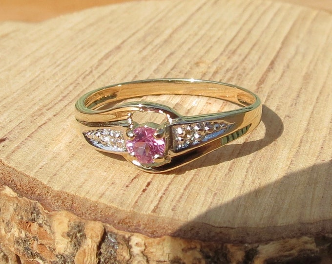 Gold sapphire ring. 9k yellow gold round cut pink sapphire and diamond accent ring.
