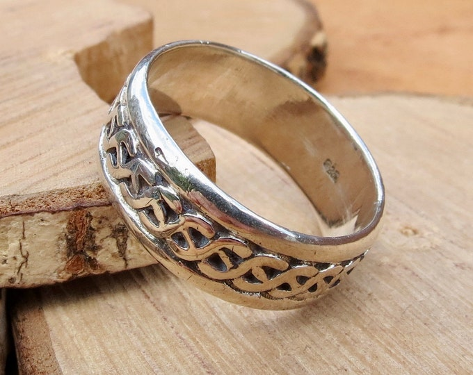 Big sized silver ring with decorative geometric design.