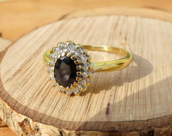 Vintage 18K yellow gold 1 carat sapphire and diamond ring.