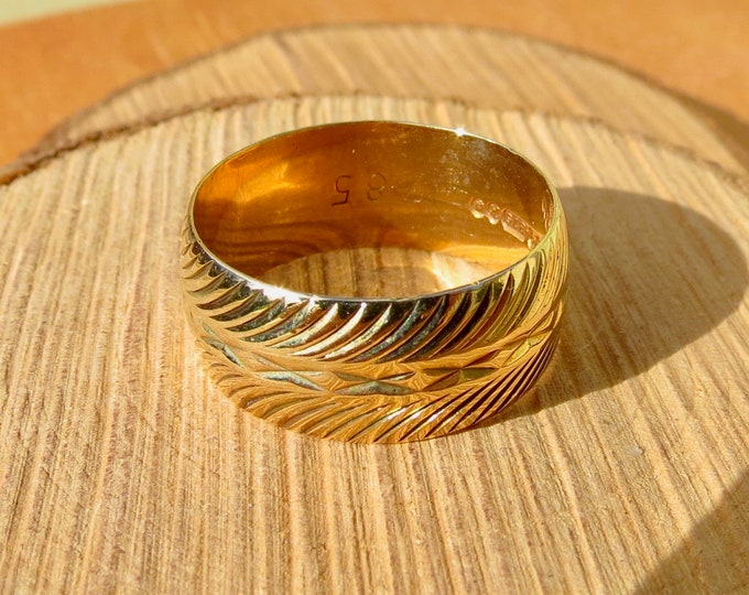 Gold wedding ring 1960s vintage, 9k yellow gold geometric milled wide band ring.