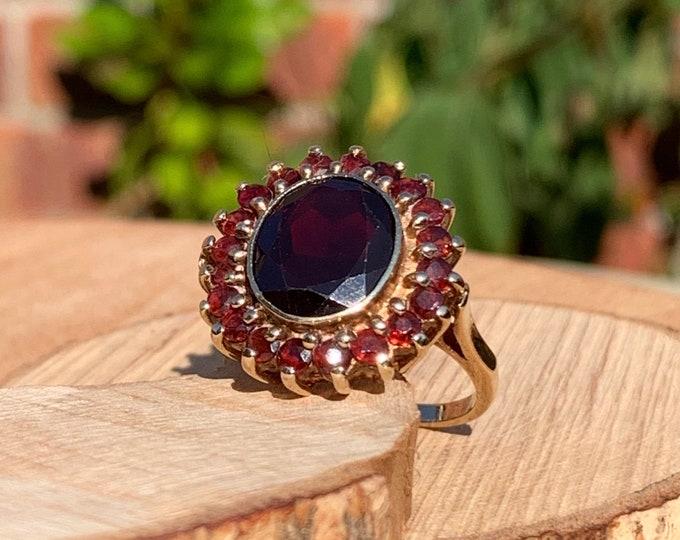 Gold garnet ring. Vintage 1970s yellow gold red garnet multi-stone ring
