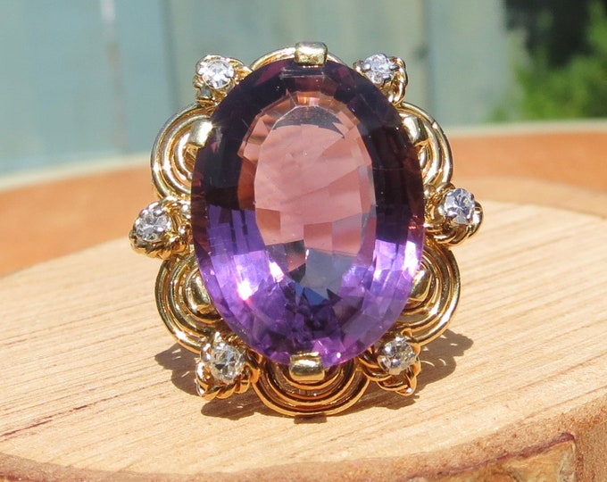 Gold amethyst diamond ring, a huge 10 carat oval faceted amethyst 18K gold ring