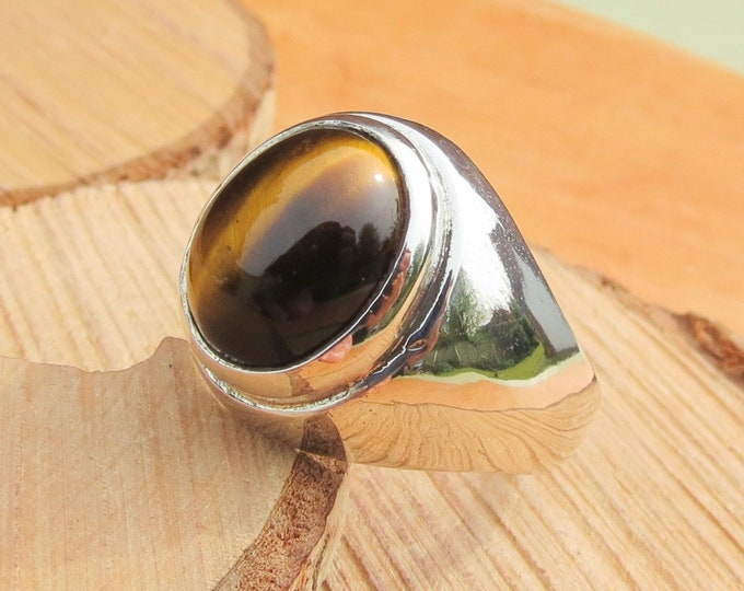 A big silver tiger eye ring