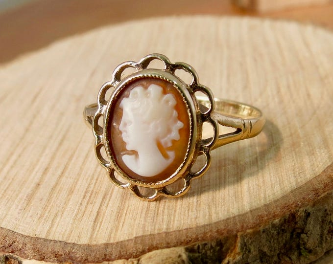 Gold Cameo ring, vintage 9K made in 1975