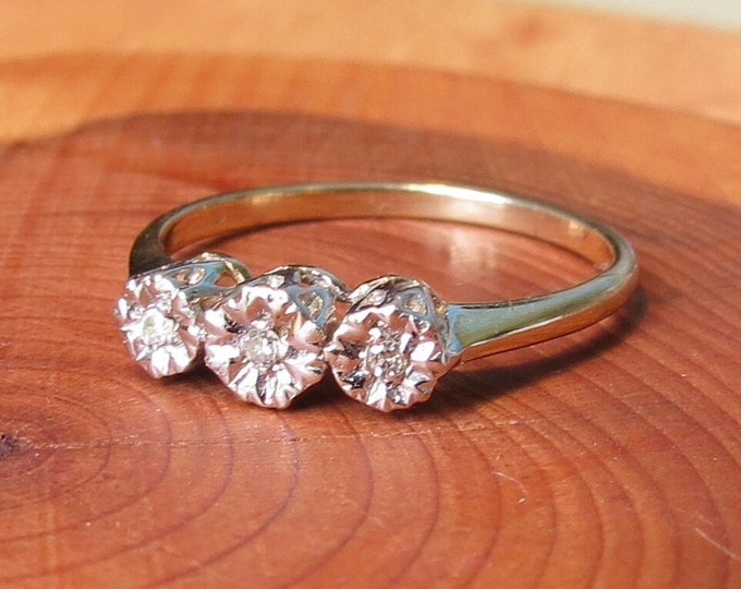A fine vintage 9k yellow gold diamond trilogy ring