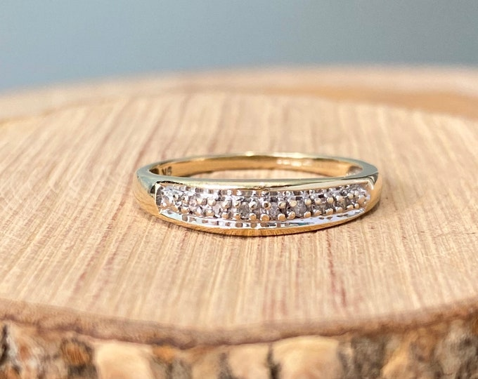 Gold diamond ring. A 9k yellow gold 7 diamond ring.