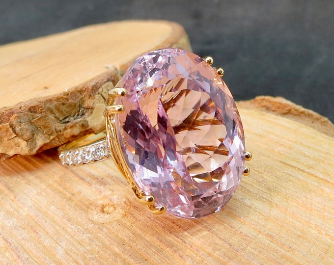 Large 18 carat kunzite and diamond 18k gold statement ring