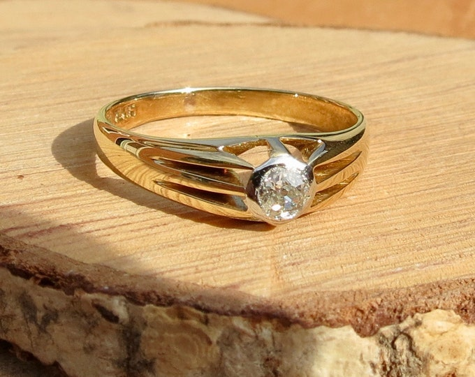 Gold diamond ring, 1/5 carat 'old mine cut' diamond solitaire 18K gold and platinum.