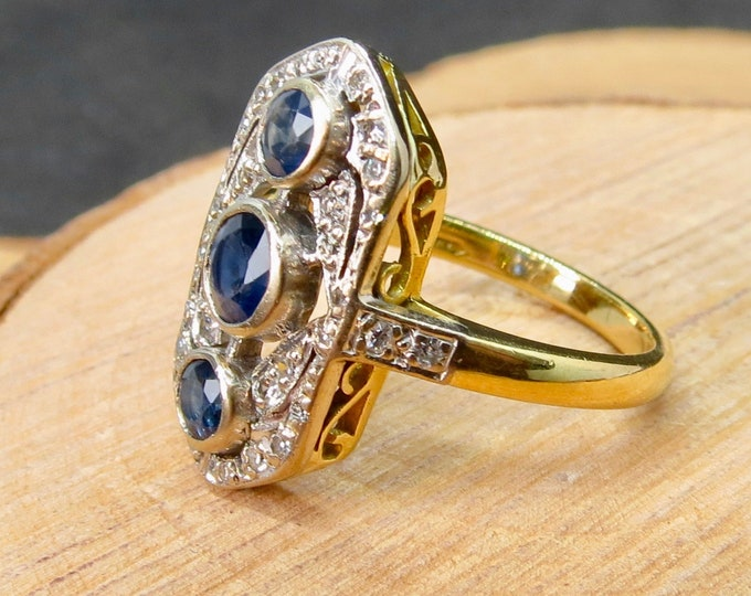 Big 18K yellow gold sapphire and diamond ring.