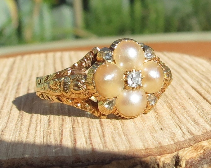 Antique 18k yellow gold, natural pearl and old mine cut diamond mourning ring (1800's)