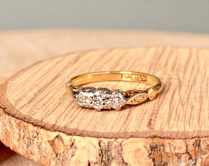 Gold diamond ring. Vintage 18K yellow gold and Platinum art deco diamond ring.