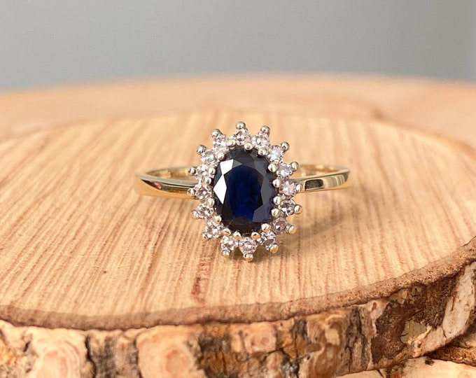 Gold sapphire ring. Vintage 9K yellow gold blue sapphire diamond ring.