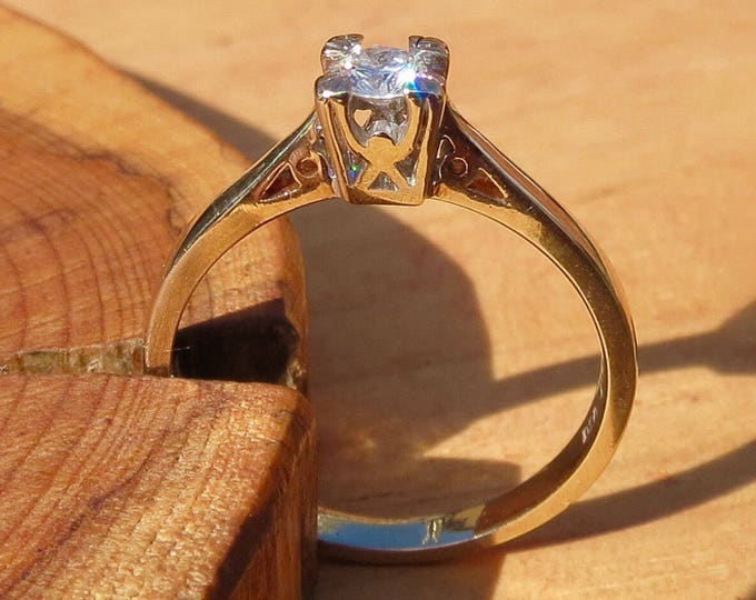 A vintage 9k yellow gold diamond solitaire engagement ring
