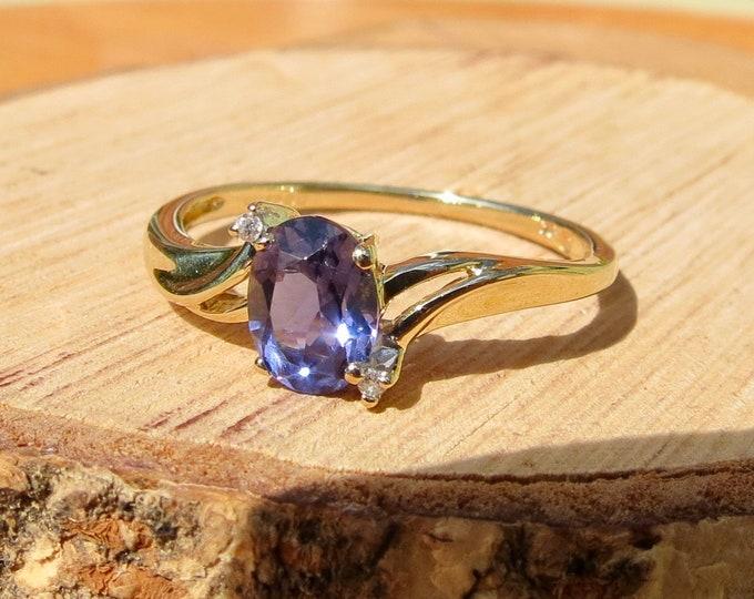 Vintage 9k yellow gold iolite and diamond ring