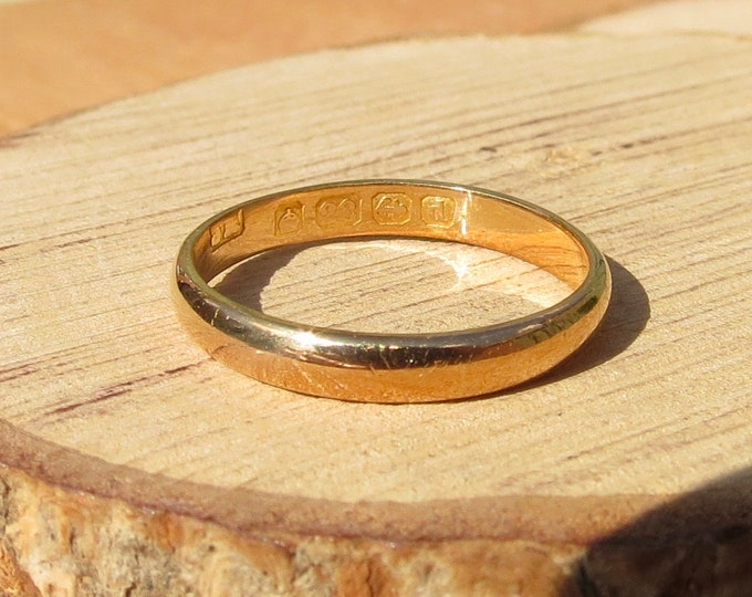 22K Gold ring. Antique yellow gold wedding band made in 1903